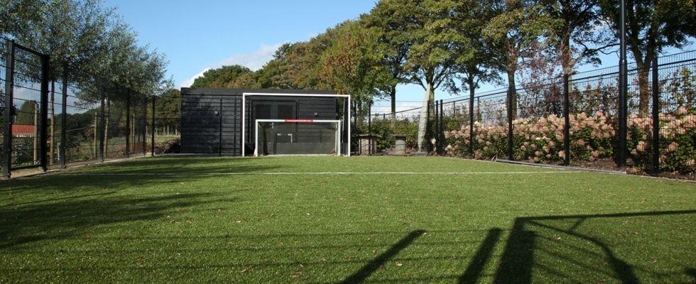 Thuis - Sportveld in de tuin